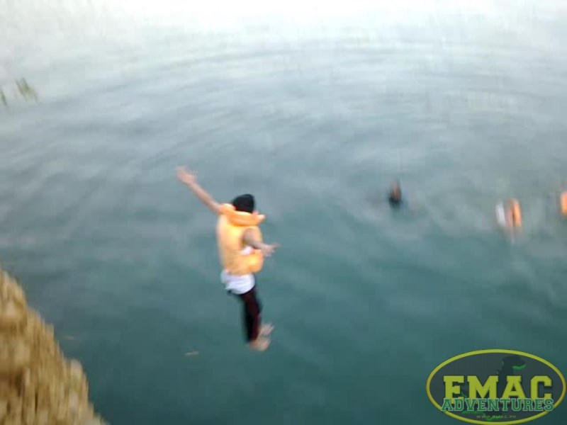 emac-cliff-jumping-at-khanpur-lake21