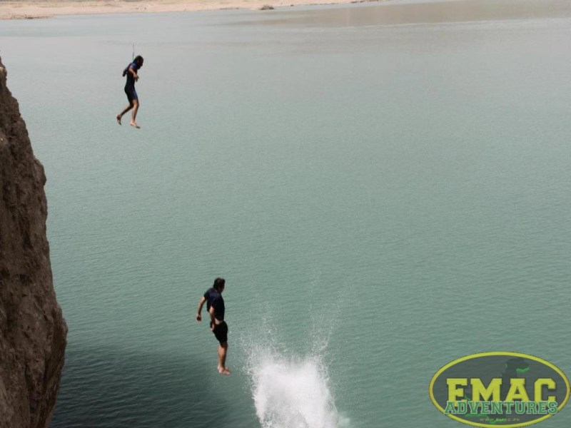 emac-cliff-jumping-at-khanpur-lake32