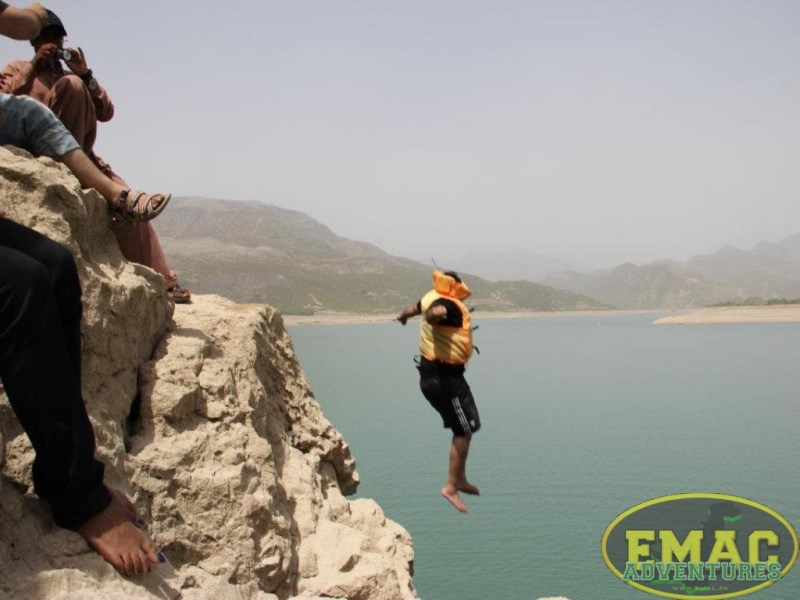 emac-cliff-jumping-at-khanpur-lake39