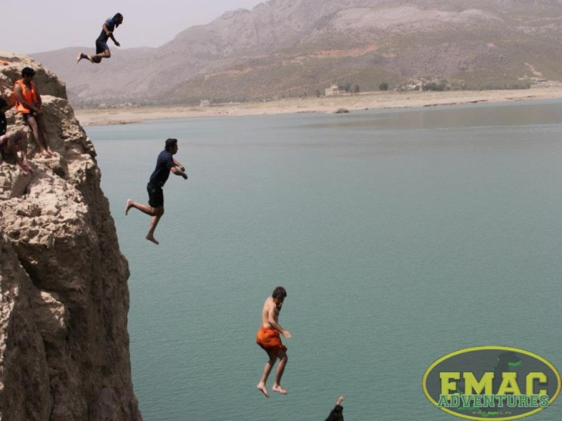 emac-cliff-jumping-at-khanpur-lake41