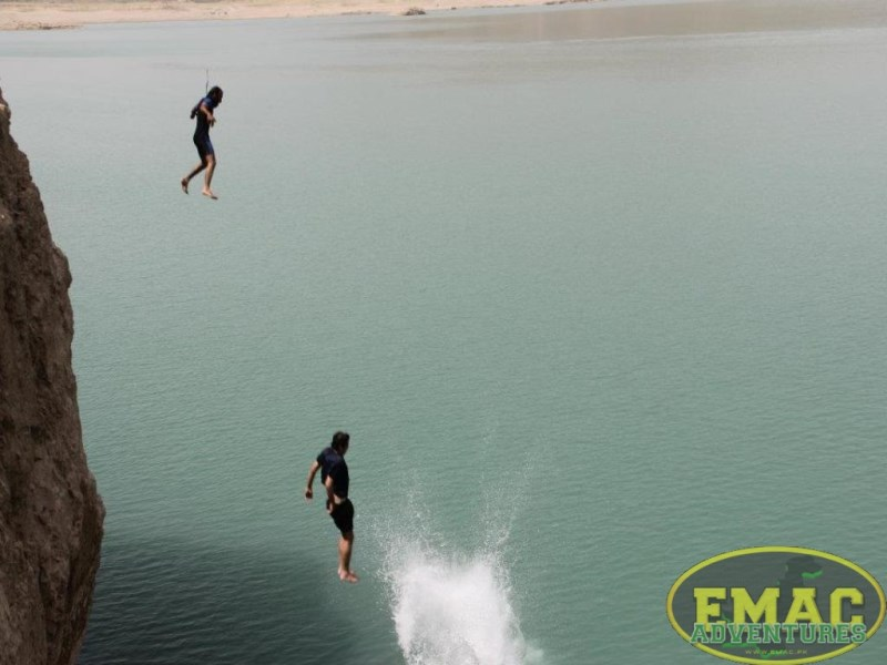emac-cliff-jumping-at-khanpur-lake42