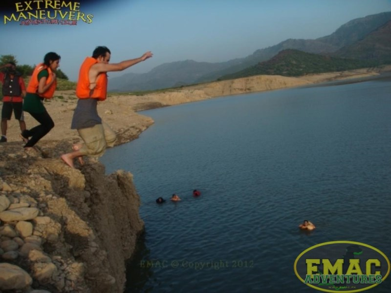 emac-cliff-jumping-at-khanpur-lake48