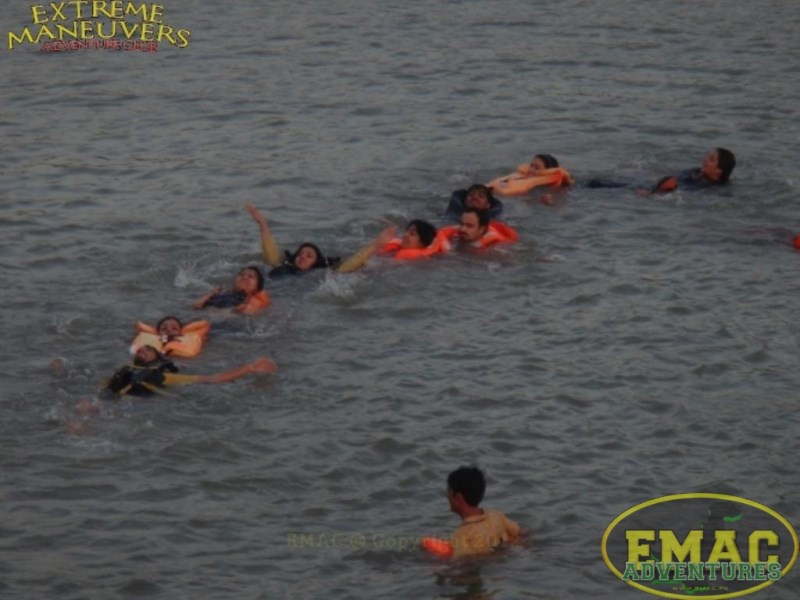 emac-cliff-jumping-at-khanpur-lake55