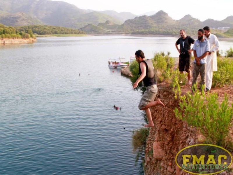 emac-cliff-jumping-at-khanpur-lake8