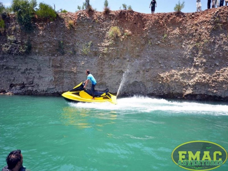 emac-cliff-jumping-at-khanpur-lake9