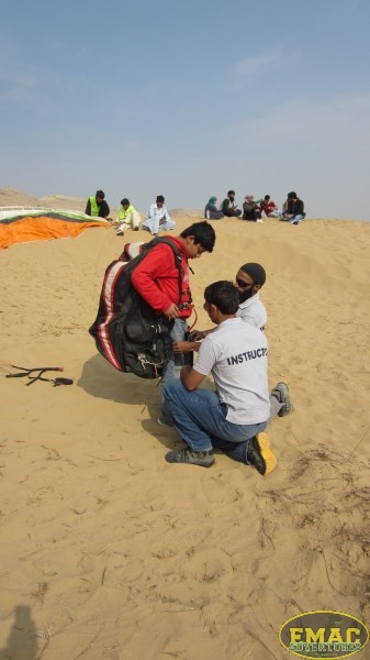 emac-paragliding-in-karachi948