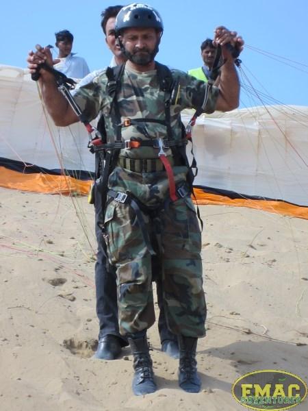emac-paragliding-in-karachi988