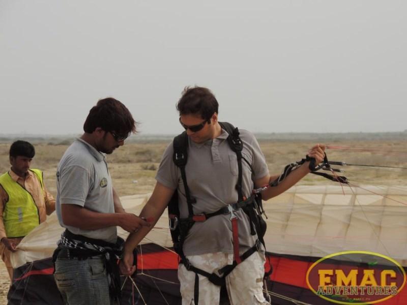 emac-paragliding-in-karachi10