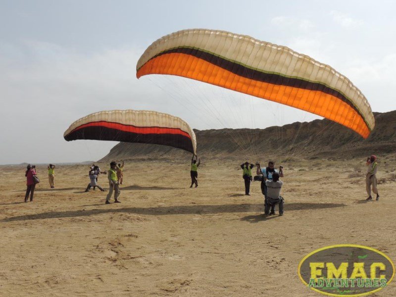 emac-paragliding-in-karachi16