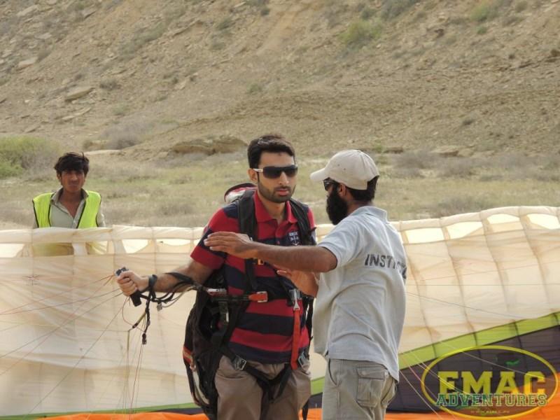 emac-paragliding-in-karachi9